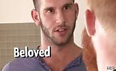 Giovane ragazzo gay penetrato da un cazzo peloso