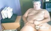 Maturo grasso bisessuale si masturba sul webcam