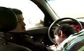 Sesso orale in macchina con un pompinaro affamato