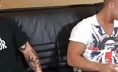 Sesso orale tra due ragazzi tatuati e sexy
