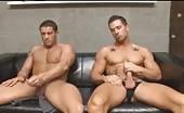 Due muscolosi si segano i cazzi grossi