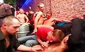Orgia di sesso orale con giovani scatenati
