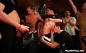 Video xxx con pompini golosi durante una orgia