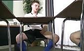 Studenti eccitati si scopano in classe
