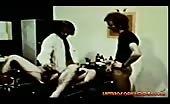 Sesso a tre vintage con masturbazione e sesso anale