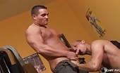 Video eccitante di sesso orale e anale in palestra