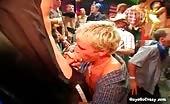 Mega orgia con pompini di gola profonda in una discoteca
