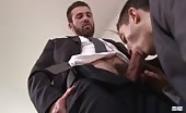 Giovane perverso riceve un cazzo grosso in culo per ottenere il lavoro